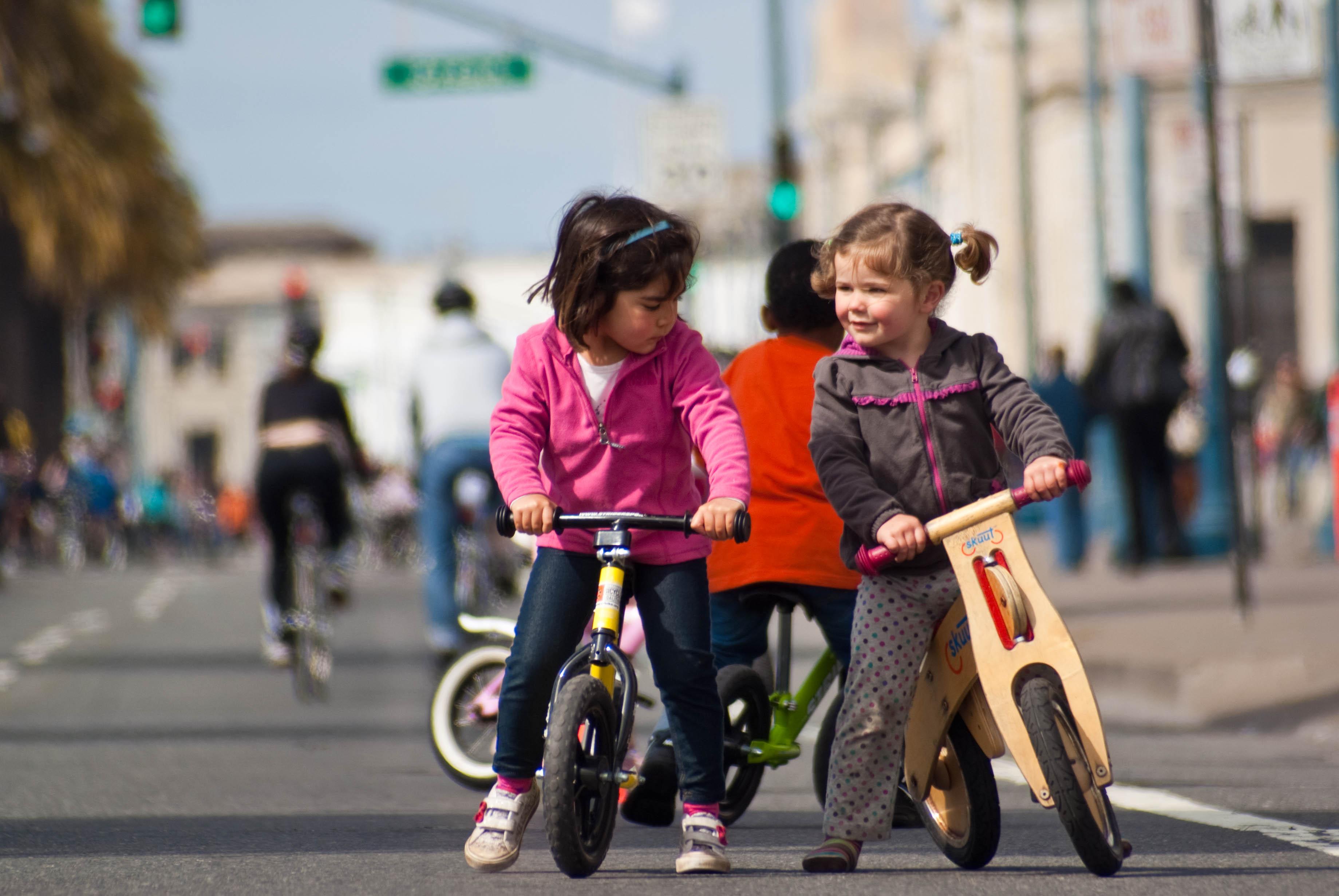 18241 Freedom From Training Wheels at Sunday Streets - Wanna race?
